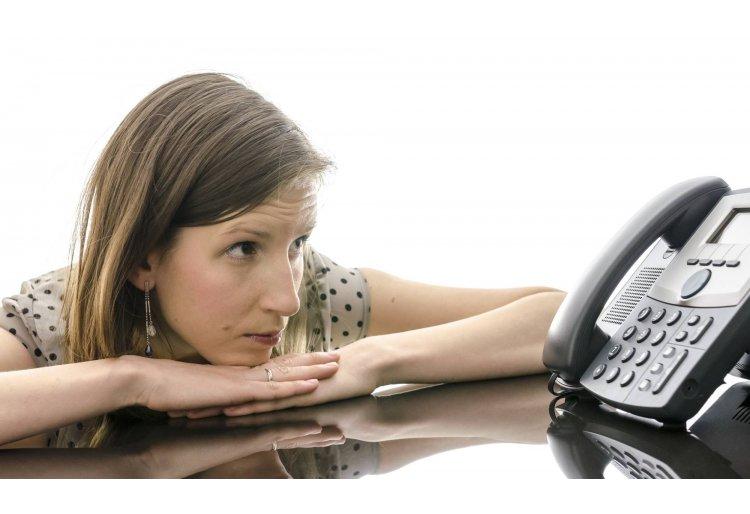 Telemarketing: ¿Mantener al cliente en espera o devolverle la llamada?